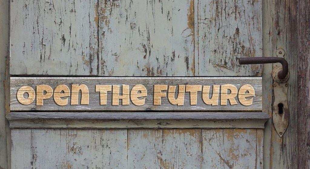 לפתוח דלת לעתיד